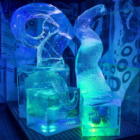 ICEBAR Wild in the city theme sculpture