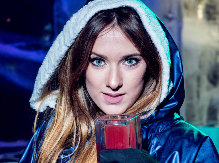 ICEBAR LONDON Ice cocktail girl